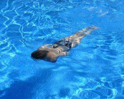 Ako rozjasniť vodu v bazéne?
