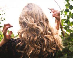 Domáci recept na rýchlejší rast vlasov len z 3 zložiek